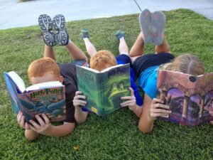 kids-reading_harrypotter